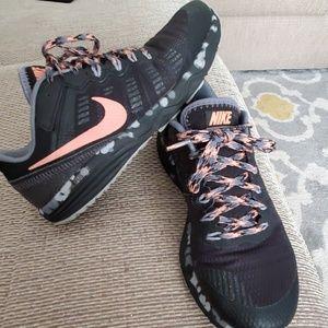 Nike womens dual fusion sneakers size 8